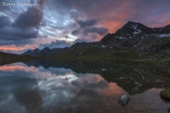 Alba al lago Bianco del passo Gavia m 2652 e il Corno dei Tre Signori