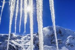 Candele di ghiaccio in val Cedec di fronte al monte Pasquale e al Cevedale