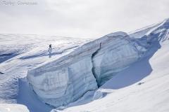Ghiacciaio dei Forni. Scialpinista supera il seracco verso la cima di Pejo