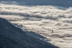 Berbenno sbuca dalle nebbia della bassa valle
