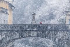 Morbegno, il vecchio ponte sul Bitto durante una nevicata