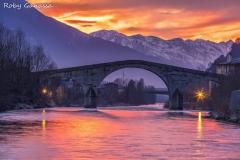 Morbegno, il ponte di Ganda sul fiume Adda al tramonto