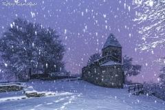 Piagno, l'Abbazia di Vallate durante una nevicata notturna