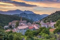 Il borgo di Omessa al tramonto