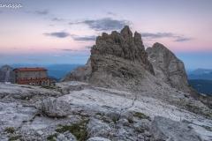 Alba al rifugio Pedrotti nelle Dolomiti di Brenta