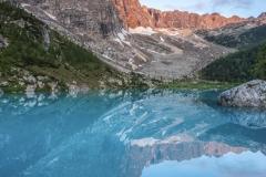 Il Dito di Dio si specchia nelle acque turchesi del lago Sorapis
