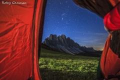 Sguardo dalla tenda sulle Odle in val di Funes