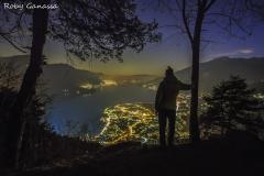 Dai pressi di Peglio, vista sul lago di Como di notte