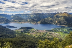 Vista sull'alto Lario e il lago di Como visto salendo al monte Legnone