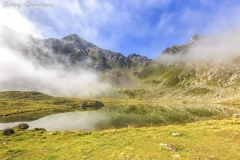 Nebbie al lago grande e la punta di Santo Stefano