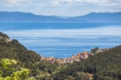 Isola d'Elba, Rio Marina, sullo sfondo la Toscana