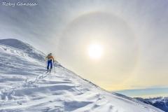 Alone solare accompagna lo scialpinista al passo di Salmurano