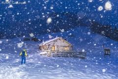 Nevicata serale al bivacco Aldo e Sergio Gusmeroli