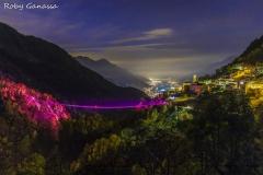 Il ponte nel Cielo illuminato di rosa per la festa della donna