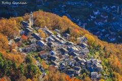 Il borgo di Pianazzola m 635 in autunno