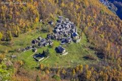 Val Bregaglia. Il nucleo di Savogno m 932 in autunno