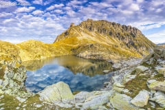 Il lago Caprara m 2288 e il piz Campanin m 2554