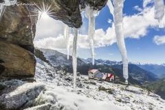 Nevicata estiva al rifugio Longoni