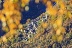Il nucleo di Ciappanico in autunno
