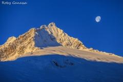 Luna sulla cima di Vazzeda all'alba