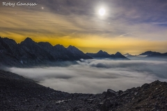 Luna piena sopra le nebbie della val Cameraccio